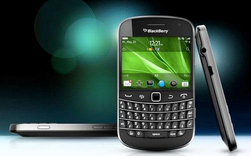 9900-BlackBerry-Bold-9900-2