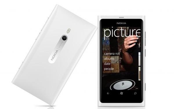 Nokia Lumia 800 en color blanco